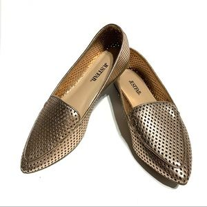 NWOT JustFab Perforated Flats - size 5.5